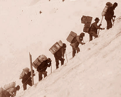 miners climbing chilkoot trail 1898