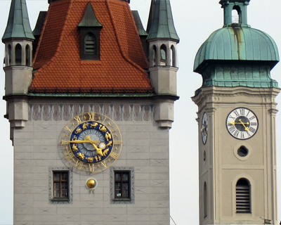 munich clocks marienplatz
