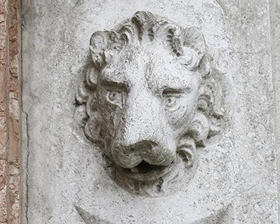lion venice porta della carta doge palace