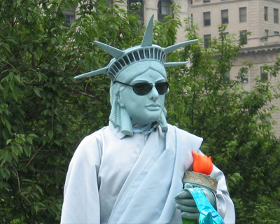 live statue liberty