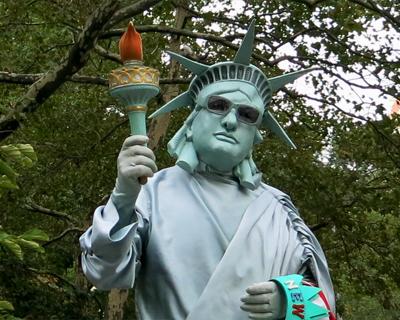 living statue liberty