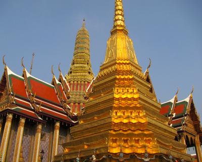 bangkok wat phra kaew golden chedi