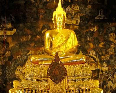 bangkok wat pho ubosot buddha