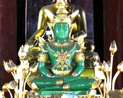 chiang mai wat phra singh replica emerald buddha
